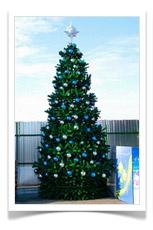 Световая елка днем